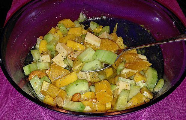 Gurken-Apfelsinen Salat
